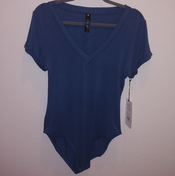 Yogalicious teal V-neck bodysuit   cuffed sleeves 5a890ba64